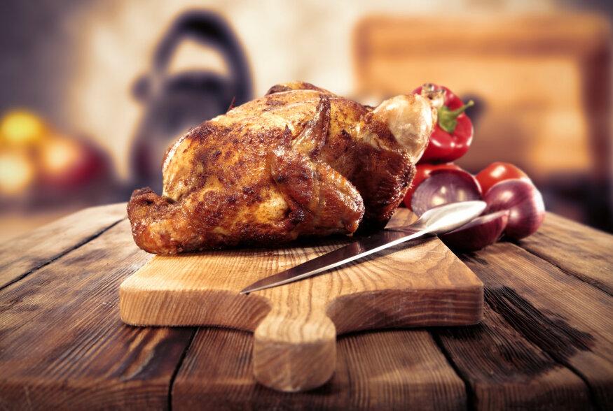 Peakokk küsib: Miks eestlane armastab peolauale panna grillkana ja majoneesisalatit?