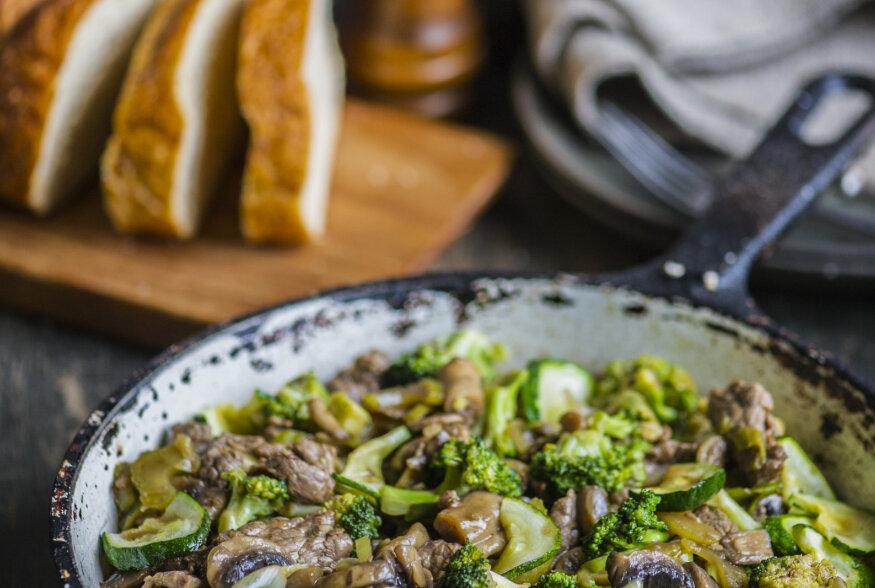 RETSEPT | Veiselihapanniroog  hoisin -kastme, brokoli ja seentega