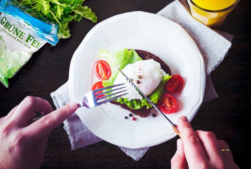 Rukkileiva ja rohke salatiga võileib – süütu nauding