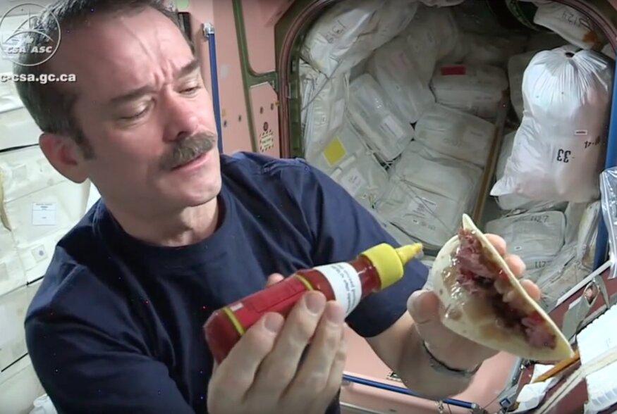 VIDEO | Kosmosegurmee: Mida ja kuidas söövad astronaudid kosmoses?