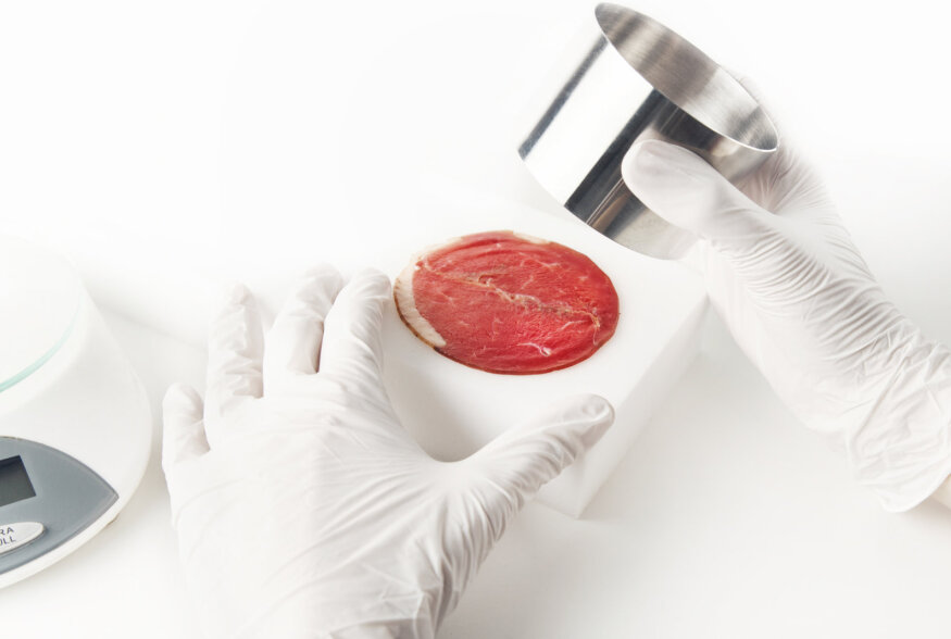 Katseklaasiliha hind on langenud 30 000 korda: viie aastaga saame poest osta liha, milleks pole looma tapetud