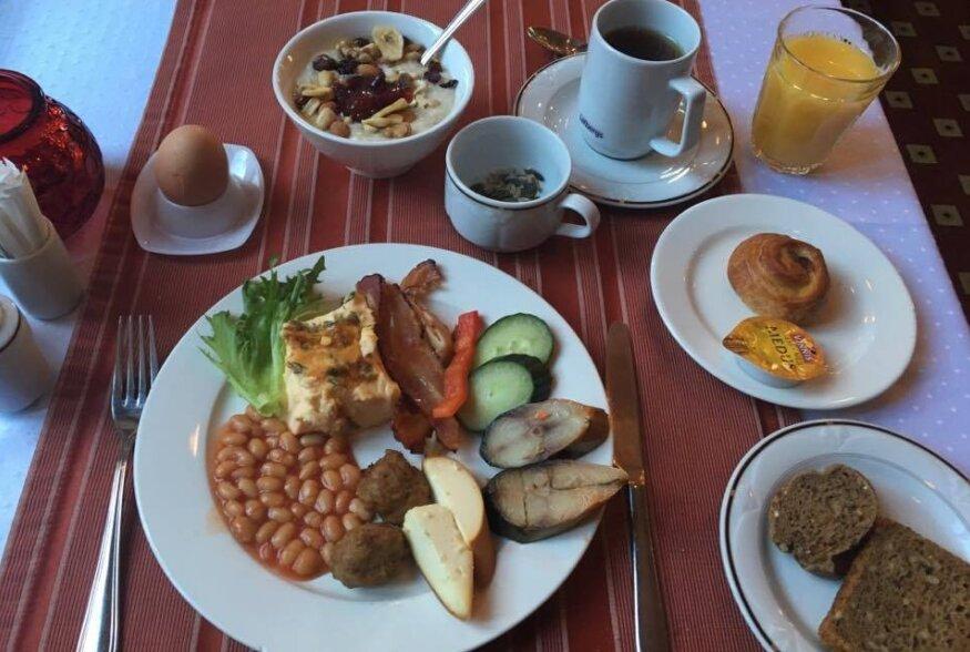 HOTELLIHOMMIKUSÖÖKIDE TEST XV: Baronsis võtab kohvi- ja värske pirukalõhna asemel hommikuti vastu üsna tagasihoidlik hommikusöögilaud