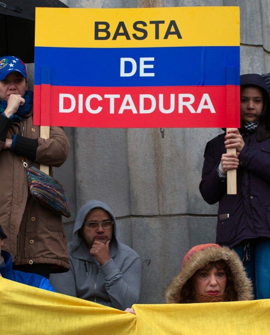 США посоветовали военным вВенесуэле неподчиняться Мадуро