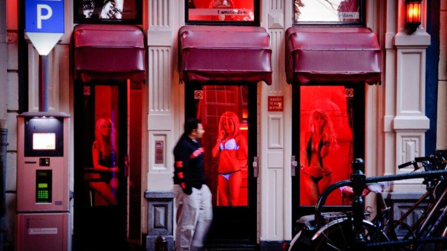 Порновидео секс на улице красных фонарей