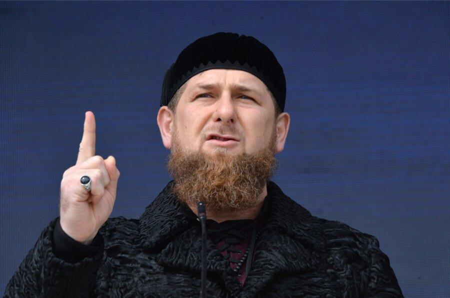 Кадыров призвал «продажных шайтанов» извиниться наколенях застатьи оЧечне