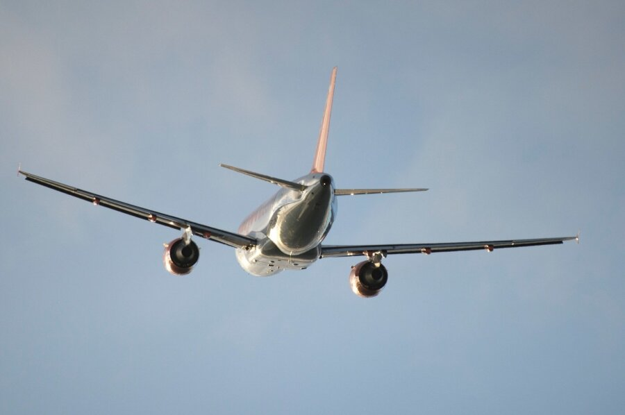 ВИрландии экстренно сел самолет из-за сердечного приступа у девушки
