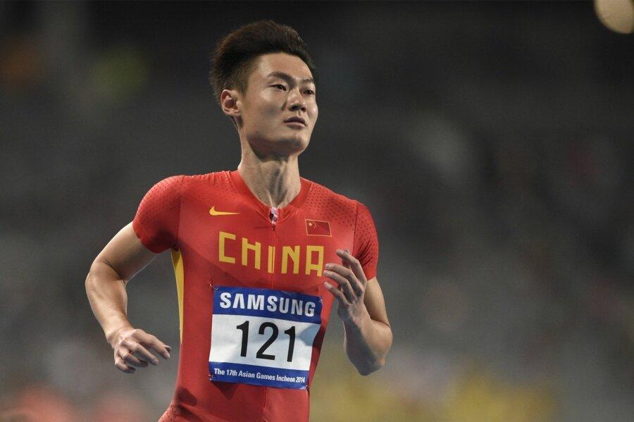 Появилось видео, как легкоатлет изКитая опередил истребитель