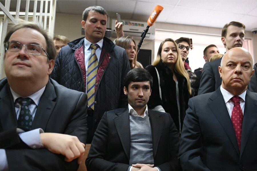 Суд приговорил сына вице-президента «ЛУКойла» кобязательным работам