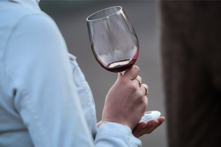 Министр финансов планирует вдвое увеличить акциз натихие вина