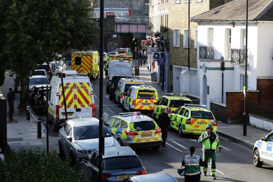 Встолице Англии пассажиры метро пострадали при давке после взрыва