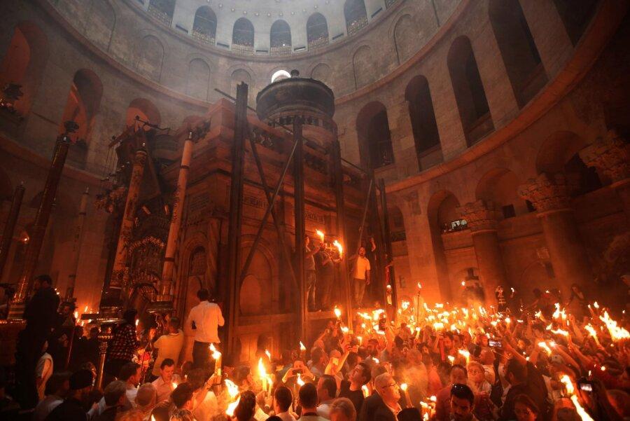 Благодатный огонь изИерусалима доставят вКалугу вПасхальную ночь