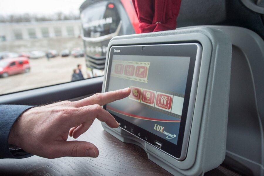 Lux экспресс продолжает посылать пассажиров вСанкт-Петербург