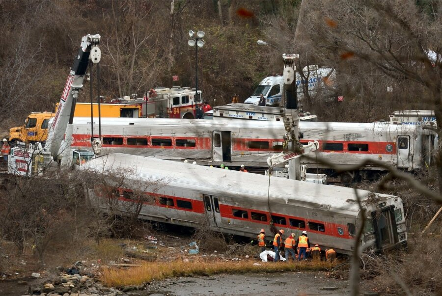 ВСША после крушения поезда госпитализировали 29 пассажиров