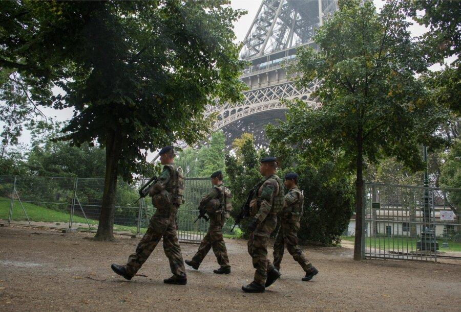 Встолице франции задержали 5 человек после обнаружения самодельной бомбы вжилом доме