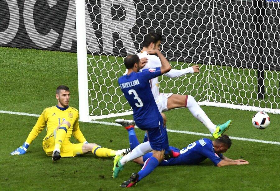 ЕВРО-2016: Италия выигрывает Испанию ивыходит вчетвертьфинал