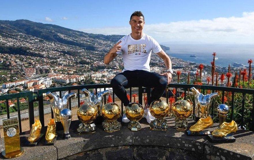 Все трофеи Криштиану Роналду наодном фото