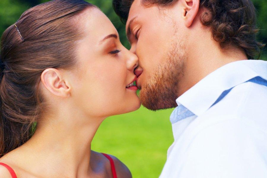Как правильно целоваться в засос видео инструкция