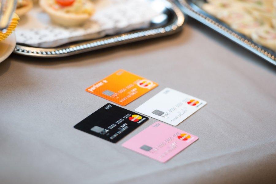 Жители России закончили погашать долги покредитным картам